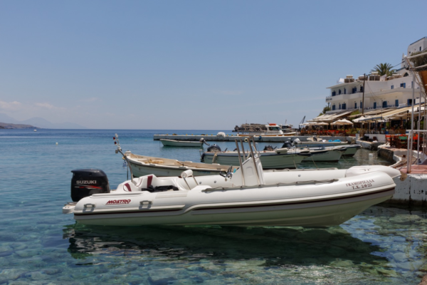 Boot am Strand von Frankokastello